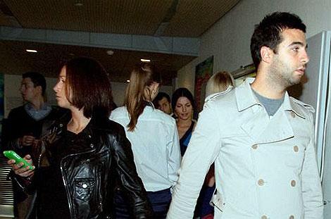 Иван и его супруга явно не рассчитывали на присутствие прессы. Фото: Михаил ФРОЛОВ.