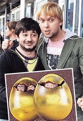 Для рекламы своего шоу Михаил Галустян и Сергей Светлаков залезли в яйца.