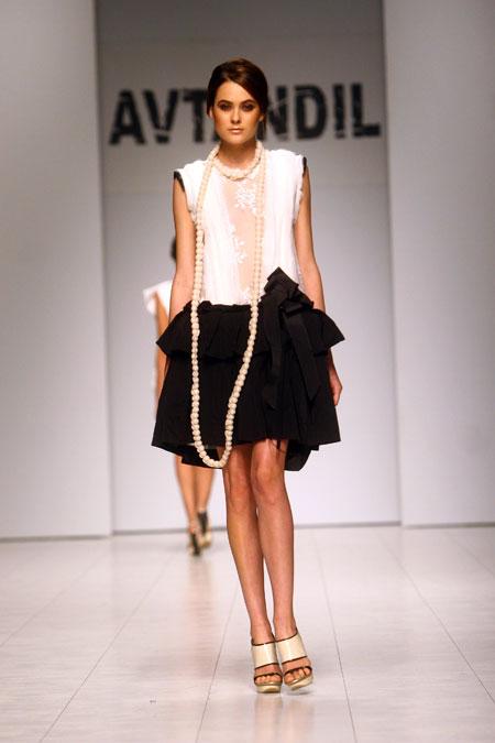 Платья Автандила Цквитинидзе восхитили гостей UFW женственностью.