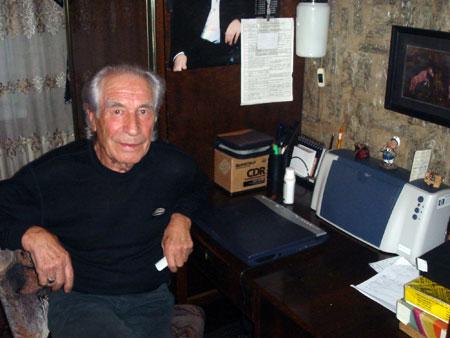 Дедушка Степана за его рабочим столом.