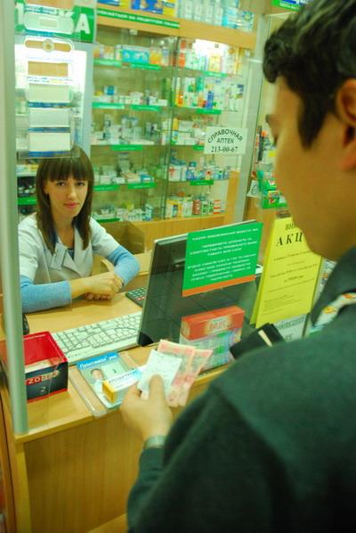 Импортные препараты могут вообще исчезнуть с полок. Фото Ирины МАКУШИНСКОЙ.