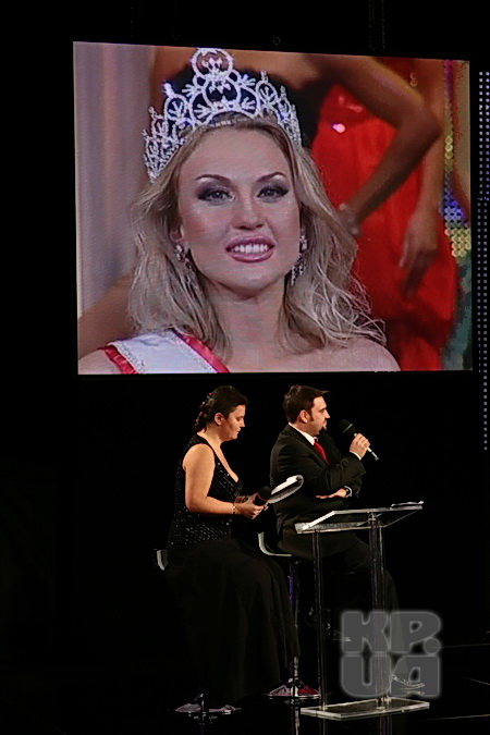 На съемках шоу-программы «Год Королевы» Камалия вспомнила как ее короновали.
