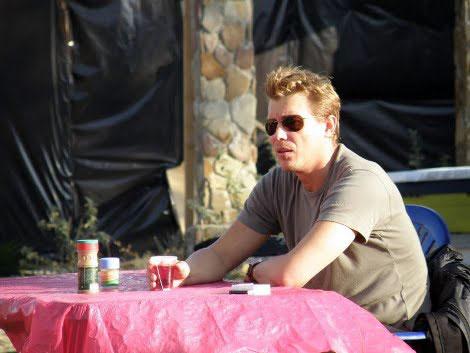 Грей (Сергей БУХАРОВ) собирается сделать Ассоль предложение.
