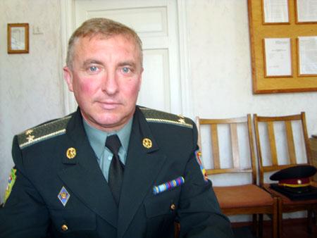 Военком Александр Саповский: - Теперь желающих служить много - выбираем лучших.