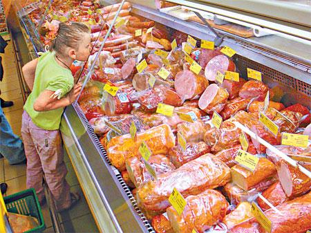 Не исключено, что в скором времени то, что раньше называлось колбасой, станет «мясосодержащим изделием».
