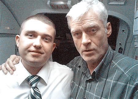 Павел летал со многими известными людьми - политиками, шейхами, бизнесменами, актерами. Например, с народным артистом России Борисом Щербаковым.