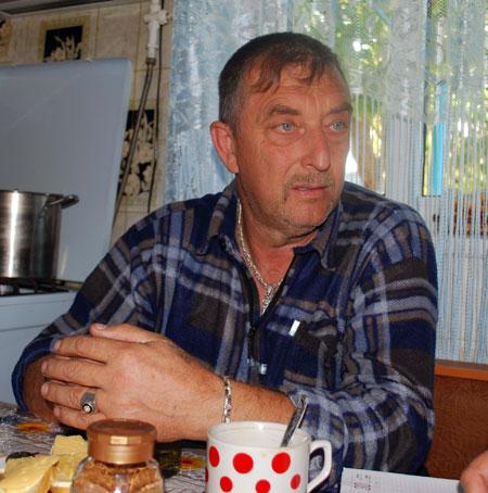Атаман казацкой общины «Спас», генерал-майор Виталий Полонец: - Слухи о лагерях фундаменталистов под Бахчисараем ходят постоянно, но когда приезжает СБУ, никто ничего конкретно показать не может.