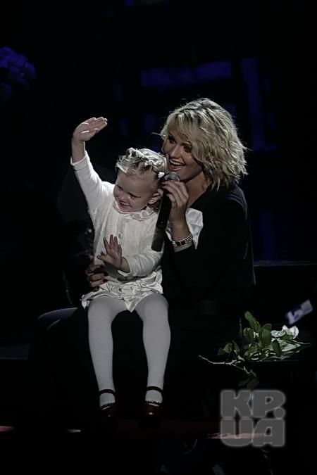 Пискарева приучает дочурку к сцене с младых ногтей.