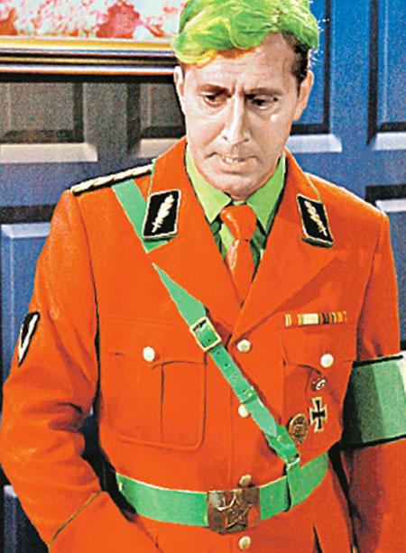 Сергей Бурунов в образе красного Штирлица.