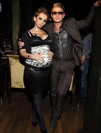 «Счастливые родители» Анфиса Чехова и Митя Фомин. Фото: Владимир СОКОЛОВ.