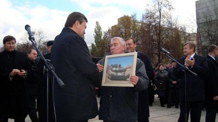 Общаясь с лидером Партии регионов, харьковчане желали узнать, какое будущее ждет украинский военпром.