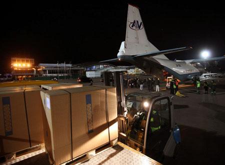 Груз тамифлю был доставлен спецрейсом из Швейцарии в ночь на понедельник. Фото УНИАН.