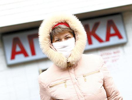 Пока потенциальные покупатели уходят из аптек с пустыми руками. Фото Максима ЛЮКОВА.