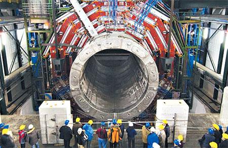 Вид Большого адронного коллайдера на разных его участках.