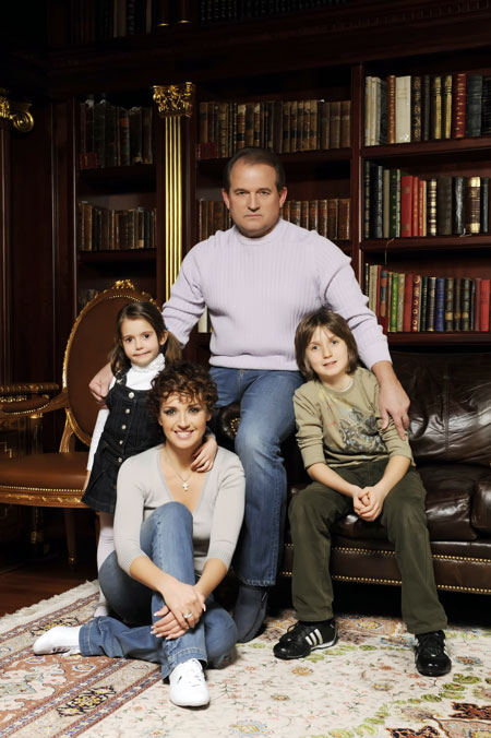 Оксану в работе поддерживает вся семья (на фото - с дочкой Дашей, сыном Богданом и мужем Виктором).