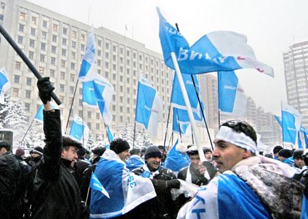 Пять лет назад, на прошлых президентских выборах, Партии регионов пришлось доказывать - в том числе посредством митингов - победу своего кандидата. Азаров уверен, что на выборах-2010 такой необходимости не возникнет.