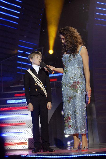 Для гала-концерта шоу «Україна має талант» телеведущая выбрала 30-килограммовое платье от D&G.