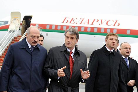 В беседе с Лукашенко Виктор Ющенко подчеркнул, что сотрудничество в сфере медицины является очень важным.
