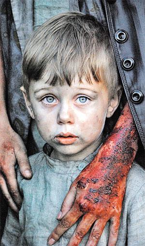 Главным героем фильма стал мальчик Сашка, сыгранный начинающим актером Лешей Копашевым. Его прототип в реальной жизни - один из немногих выживших во время обороны крепости...