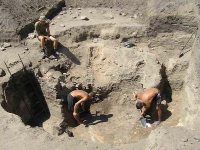 Археологические раскопки на территории Богородицкой крепости не прекращались все лето.