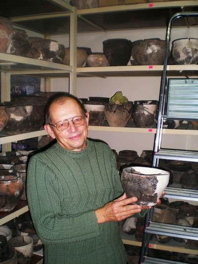 Один из авторов книги «Жемчужины казацкого Присамарья» Владимир Шалобудов.