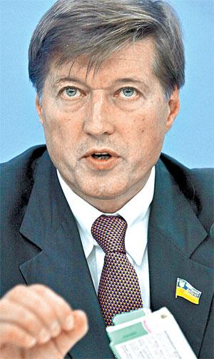 Регионал Виктор Корж критикует Минздрав за нерасторопность.