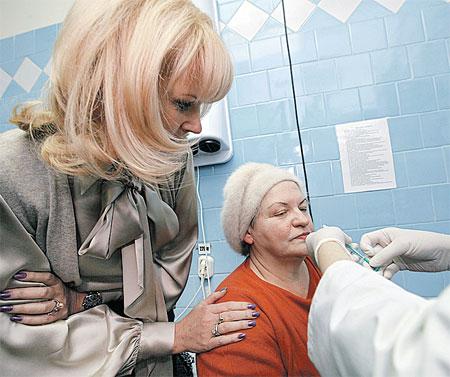 В Подмосковье медики начали «капать» вакцину.
