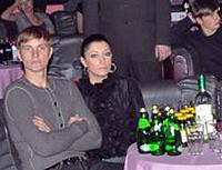Роман Павлюченко пришел со своей женой.