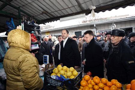 - Кусаются нынче лимончики, - заметил политик, узнав, что в Волновахе их продают по 25 грн. за кило.