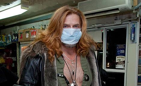 Никита Джигурда, хитро выглядывая из-под повязки: - Я, братцы, за профилактику гриппа!