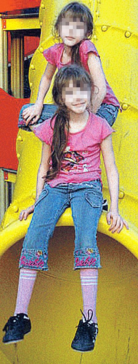 Даша и Катя еще не успели найти в столице подруг. И всегда были вместе.