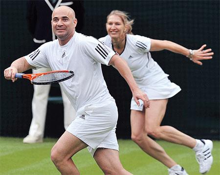 ...поэтому теннисист побрился наголо и связал свою судьбу с коллегой - немкой Штеффи Граф. Фото Reuters.