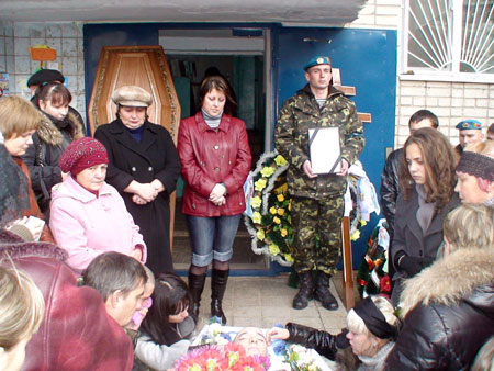 Похороны Антона прошли с воинскими почестями.