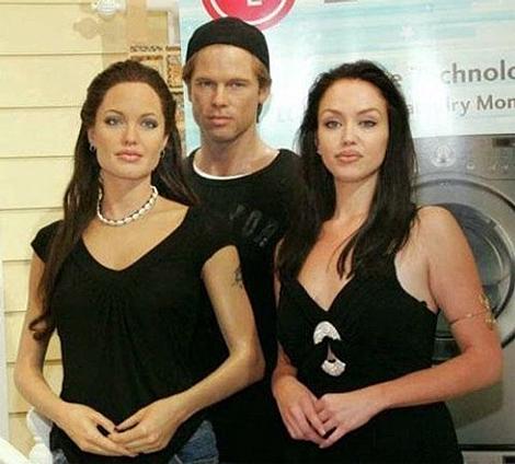 Тиффани в музее восковых фигур рядом с Анджелиной и ее мужем Бредом Питтом. Фото: fashion.i-rus.ru.
