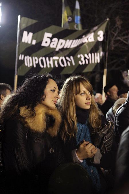 Жители украинских городов при помощи телемоста могли не только видеть все происходящее на митингах, но и задавать вопросы политику.