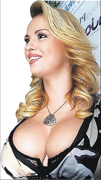 Бюст Анны Семенович давно стал ее визитной карточкой.