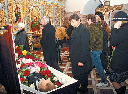 Актер и режиссер Валерий Николаев специально прилетел из Москвы, чтобы проститься с Николаем Олялиным.