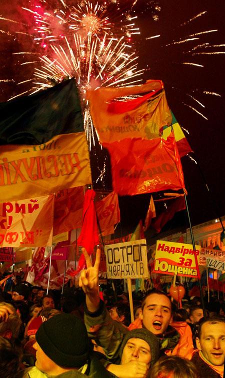 В 2004-м на оранжевую революцию в Киев съехались люди со всех уголков страны.