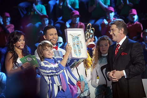 Вместе с призами фестиваля Виктор Ющенко вручил победителю «частичку Украины».