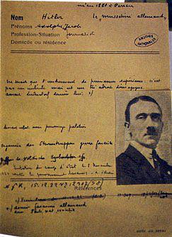Французы сразу взяли Гитлера на карандаш.