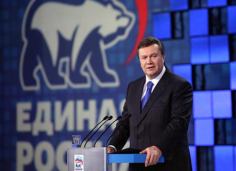 Лидер Партии регионов присутствовал на съезде «Единой России» в качестве почетного гостя.