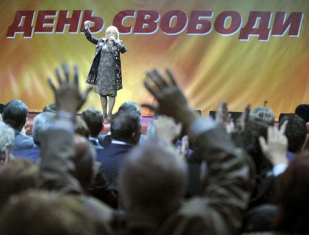 Оксана Билозир исполнила песни Майдана. Еще пели Мария Бурмака, «Тартак», «Кому вниз».