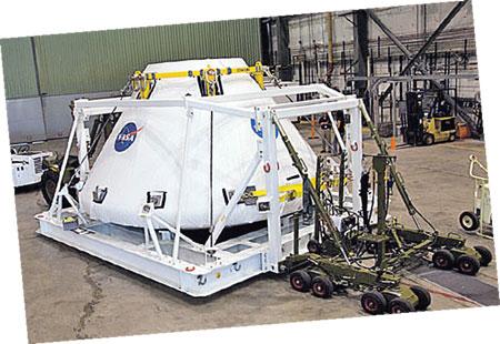 Да и сам «Орион», рассчитанный на экипаж из четырех человек, уже вовсю готовят к полету.