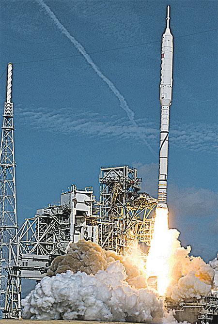 В конце октября прошли первые испытания ракеты «Арес». Она подняла на высоту 42 км макет корабля «Орион».