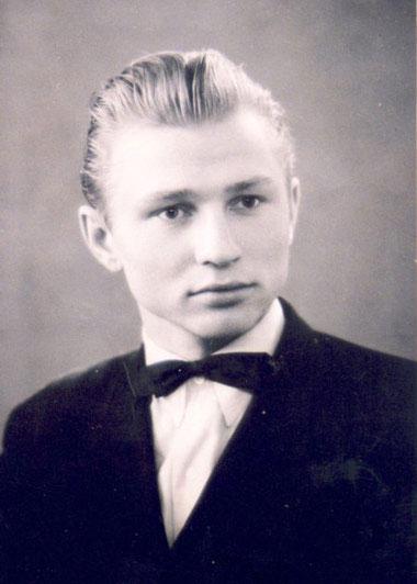 В студенческие годы Леонид Кучма жил небогато, но для съемки будущий президент всегда старался одеться с иголочки.