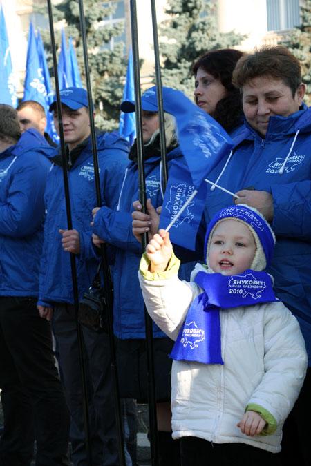 Самый распространенный вопрос у жителей Черкасской области к лидеру оппозиции: когда удастся преодолеть безработицу?