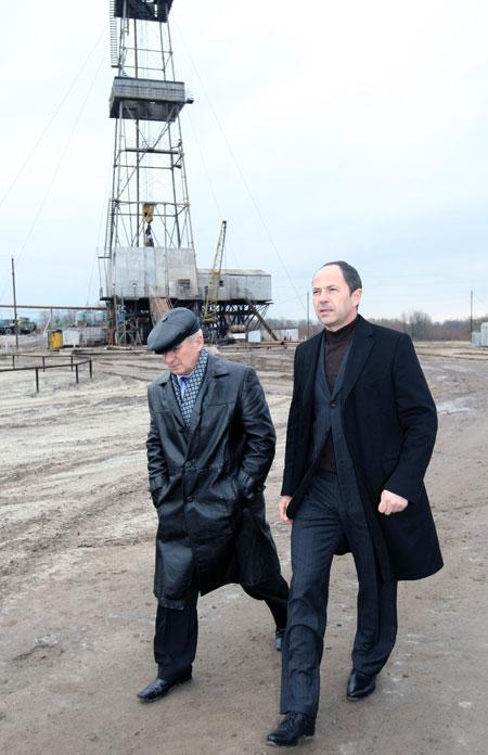 Во время визита на Яблуневское газовое месторождение Сергей Тигипко отметил, что топлива, залегающего в здешних недрах хватит, чтобы решить энергетический вопрос для Украины в целом. Только инвестиций для развития производства пока что нет.