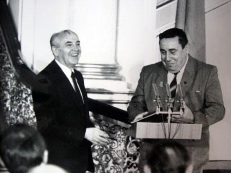 От выступлений Касьяна-депута были в шоке все коллеги и даже Горбачев часто аплодировал ему