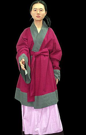 16-летняя красавица была служанкой в богатой корейской семье. Ее похоронили заживо вместе с умершими хозяевами.
