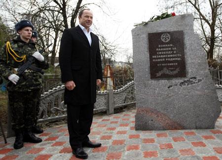 Политик открыл памятник солдатам Красной армии, погибшим при освобождении Кременчуга от фашистов.